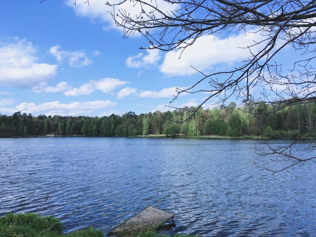 Jezioro idealne na wczasy namiotowe